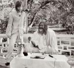 john-lennon-and-the-maharishi