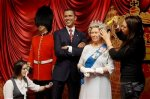 Obama Meets Elizabeth II waxwork models