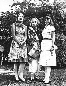 Edie Beale, Edith Bouvier Beale, and Lois Wright in 1962