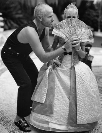Gianni Versace and Allegra Beck at home in Miami, December 1994