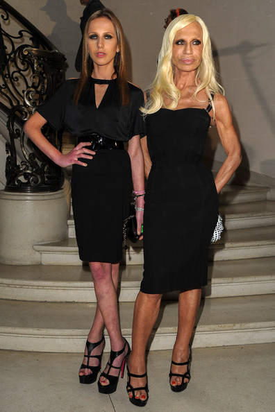 Allegra+Versace+Christian+Dior+Front+Row+Paris+fcwIyx5C-fEl